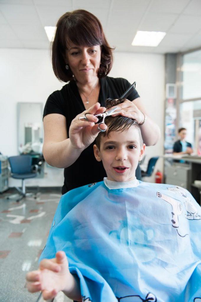 Otroško striženje frizerstvo V-Studio