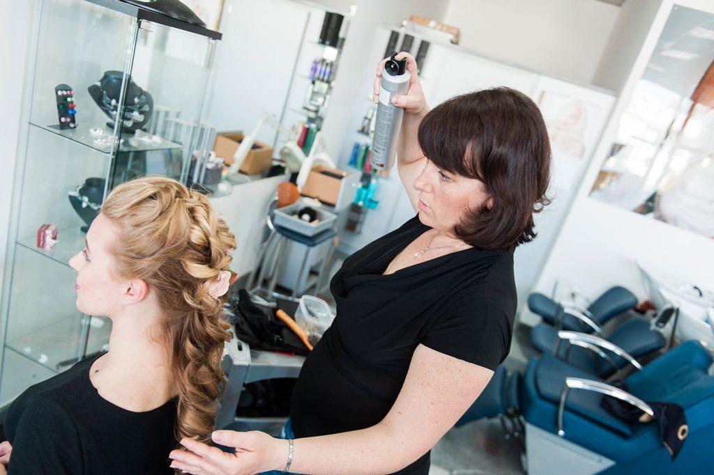 Izdelava poročne frizure